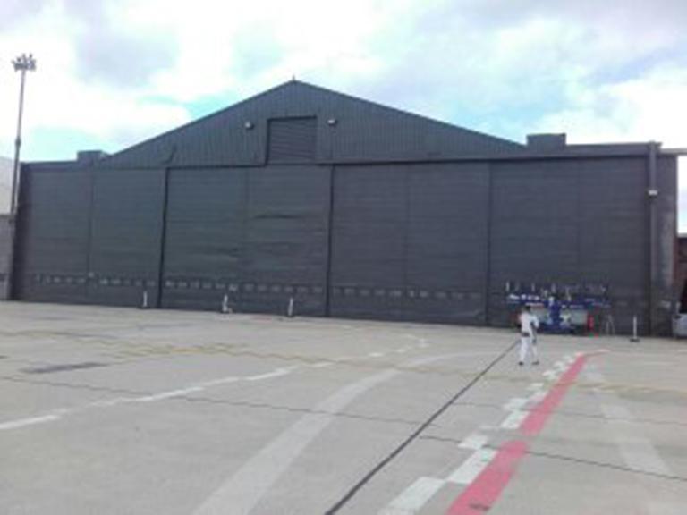 Flugzeughalle